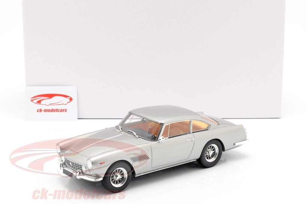 Ferrari 250 GTE 2+2 Bouwjaar 1960 zilver 1:18 Matrix