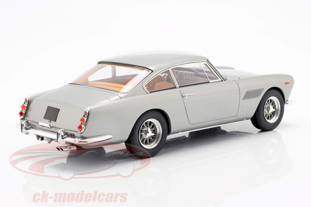 Ferrari 250 GTE 2+2 Opførselsår 1960 sølv 1:18 Matrix