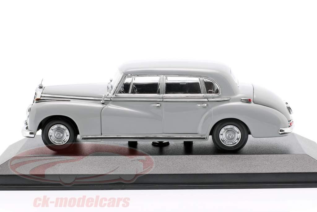 Mercedes-Benz 300 (W186) Bouwjaar 1951 lichtgrijs 1:43 Minichamps