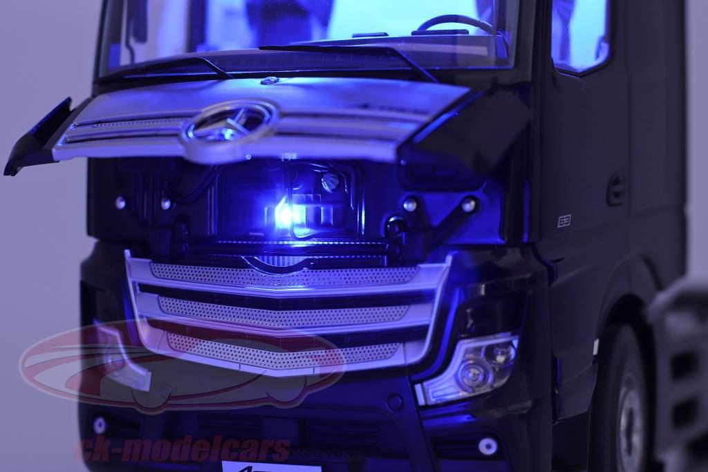 Set Mercedes-Benz Actros mit Lohr Autotransporter schwarz / silber 1:18 NZG