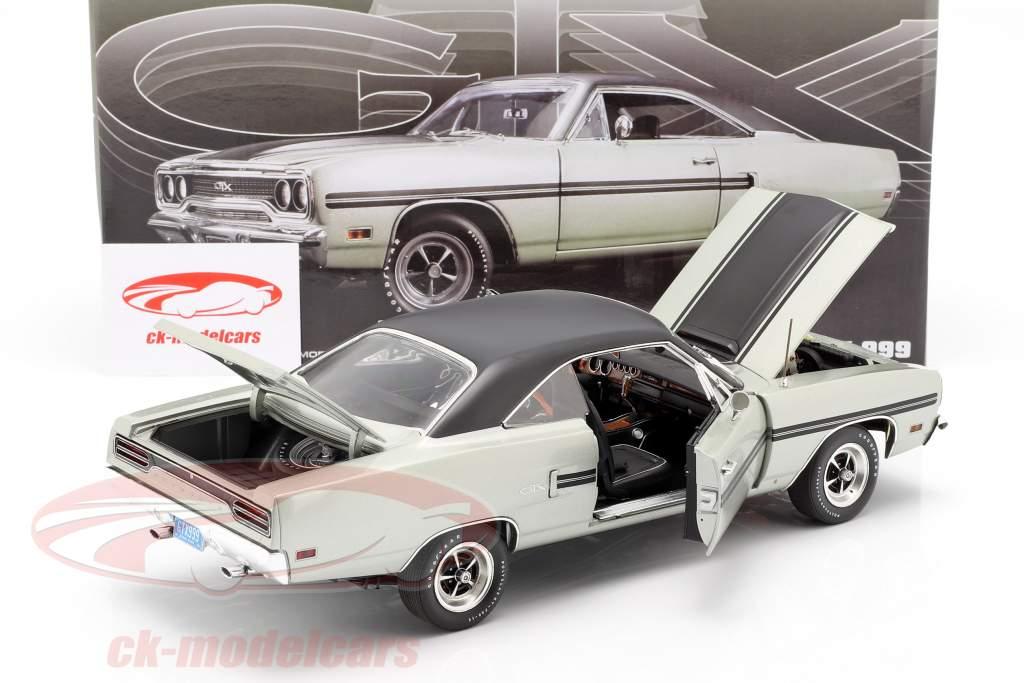 Plymouth GTX ano de construção 1970 prata metálico / preto 1:18 GMP