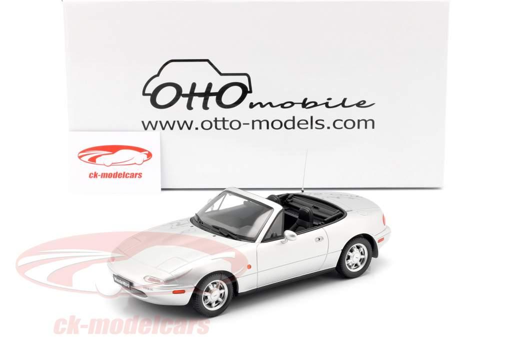 Mazda MX-5 Bouwjaar 1990 Silverstone zilver 1:18 OttOmobile