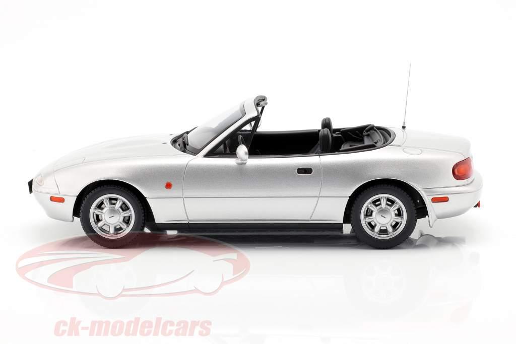 Mazda MX-5 Opførselsår 1990 Silverstone sølv 1:18 OttOmobile