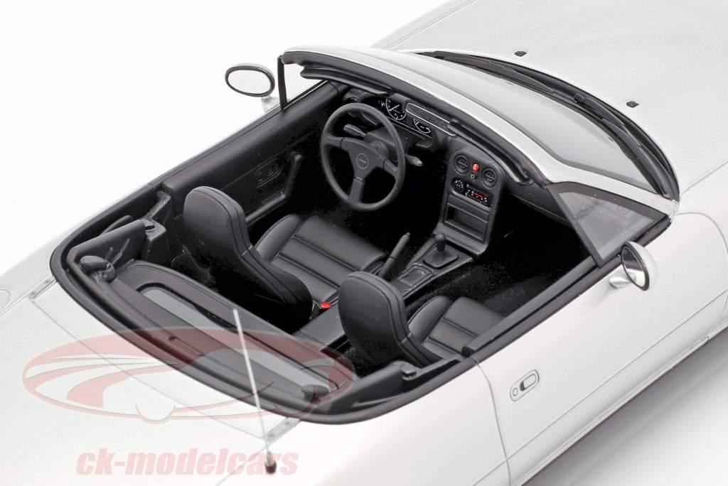 Mazda MX-5 Baujahr 1990 Silverstone silber 1:18 OttOmobile