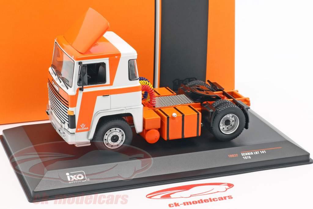 Scania LBT 141 vrachtwagen Bouwjaar 1976 oranje / wit 1:43 Ixo