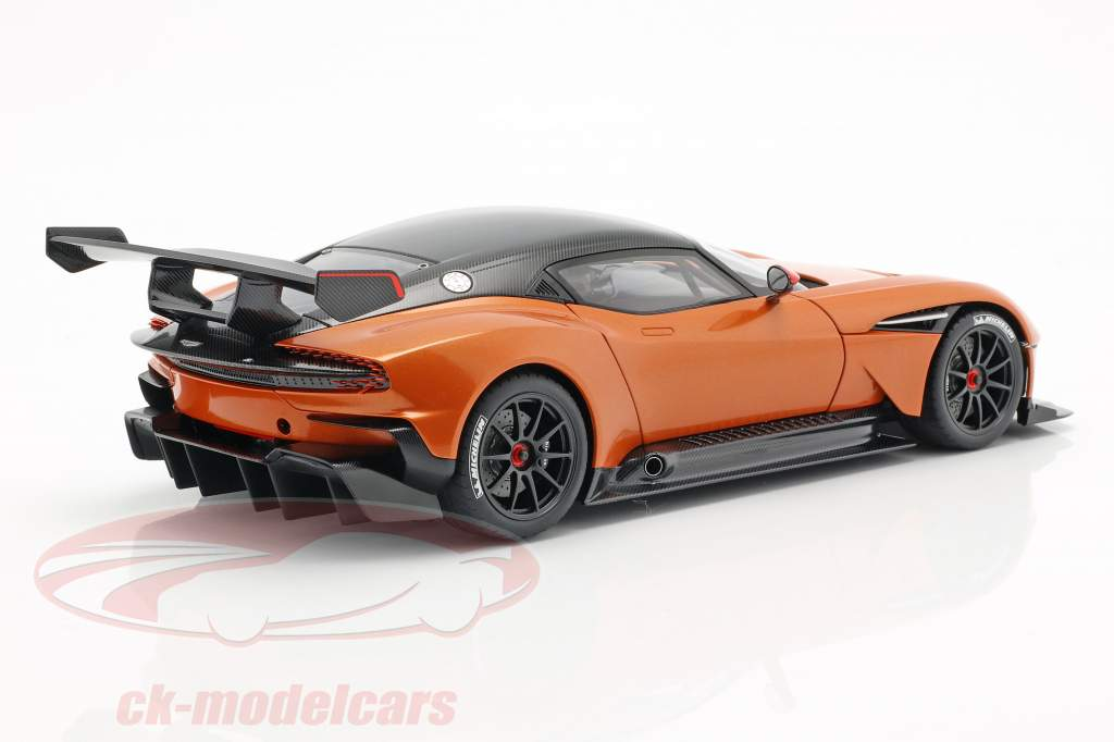 Aston Martin Vulcan Bouwjaar 2015 Madagascar oranje 1:18 AUTOart