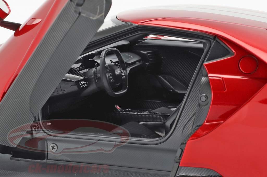 Ford GT Opførselsår 2017 liquid rød / sølv 1:18 AUTOart