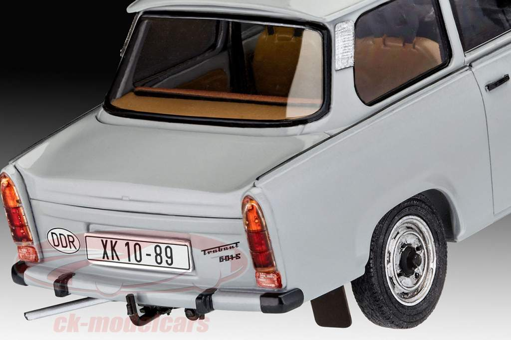 Trabant 601 30th Anniversary Fall of the Berlin wall 1989 kit 1:24 Revell