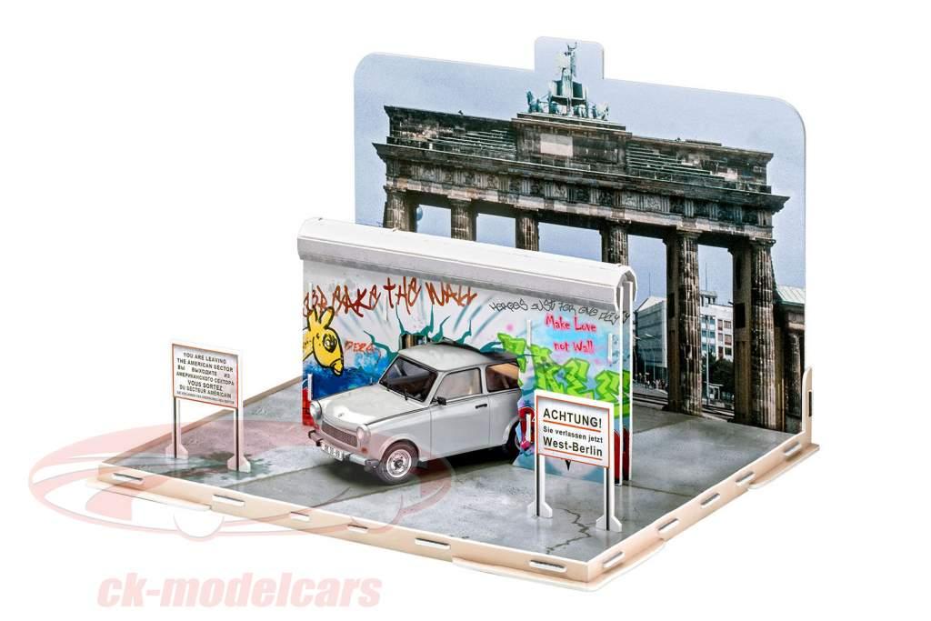 Trabant 601 30a aniversario caída del muro Berlín 1989 equipo 1:24 Revell