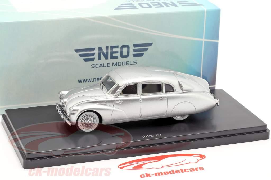 Tatra 87 Opførselsår 1940 sølv metallisk 1:43 Neo