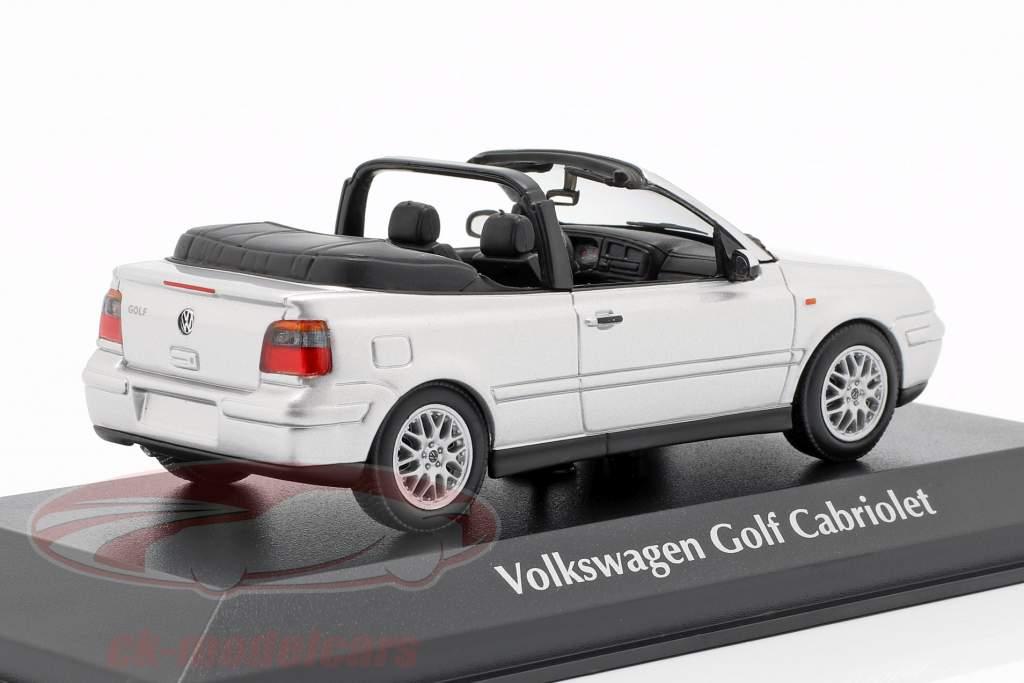 Volkswagen VW Golf IV Cabriolet Opførselsår 1998 sølv 1:43 Minichamps