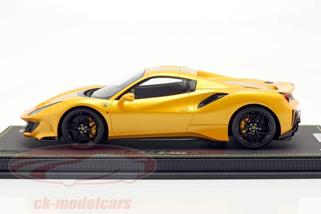 Ferrari 488 Pista Spider Closed Top año de construcción 2018 tristrato amarillo 1:18 BBR