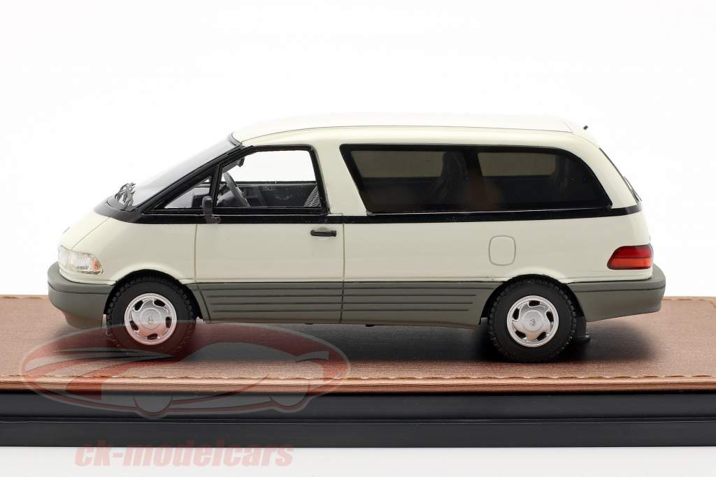 Toyota Previa Bouwjaar 1994 wit 1:43 GLM