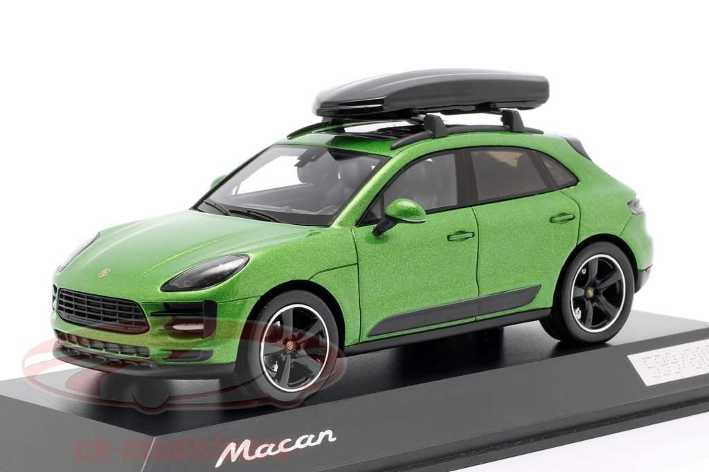 Porsche Macan S met dakkoffer Bouwjaar 2018 soort slang groen metalen 1:43 Spark