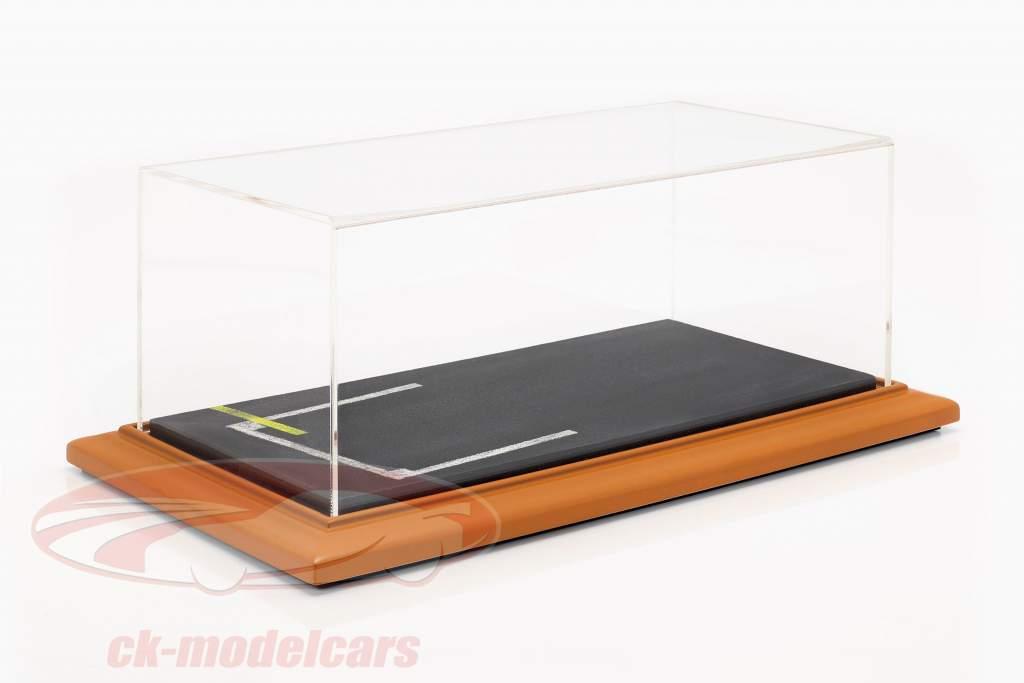kwaliteit acryl vitrine met diorama basisplaat Line-up 1:18 Atlantic