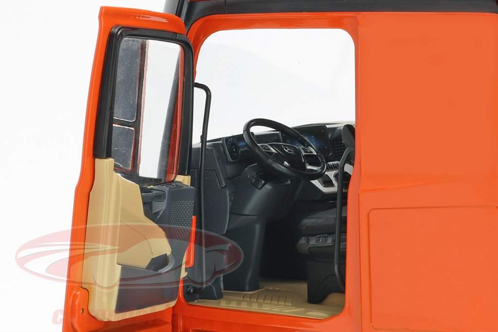 Set Mercedes-Benz Actros com Lohr transportador de carro laranja / prata 1:18 NZG