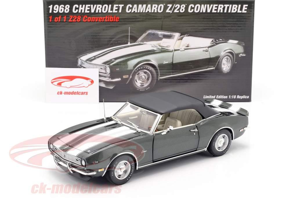 Chevrolet Camaro Z/28 Convertible year 1968 green metallic / White 1:18 GMP