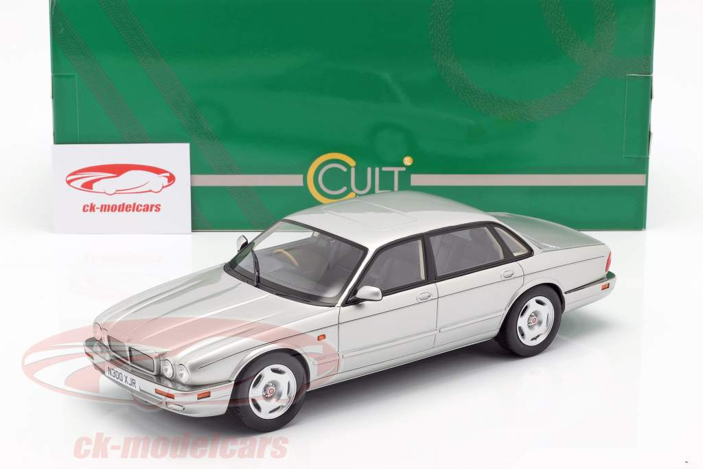Jaguar XJR X300 ano de construção 1995 prata 1:18 Cult Scale