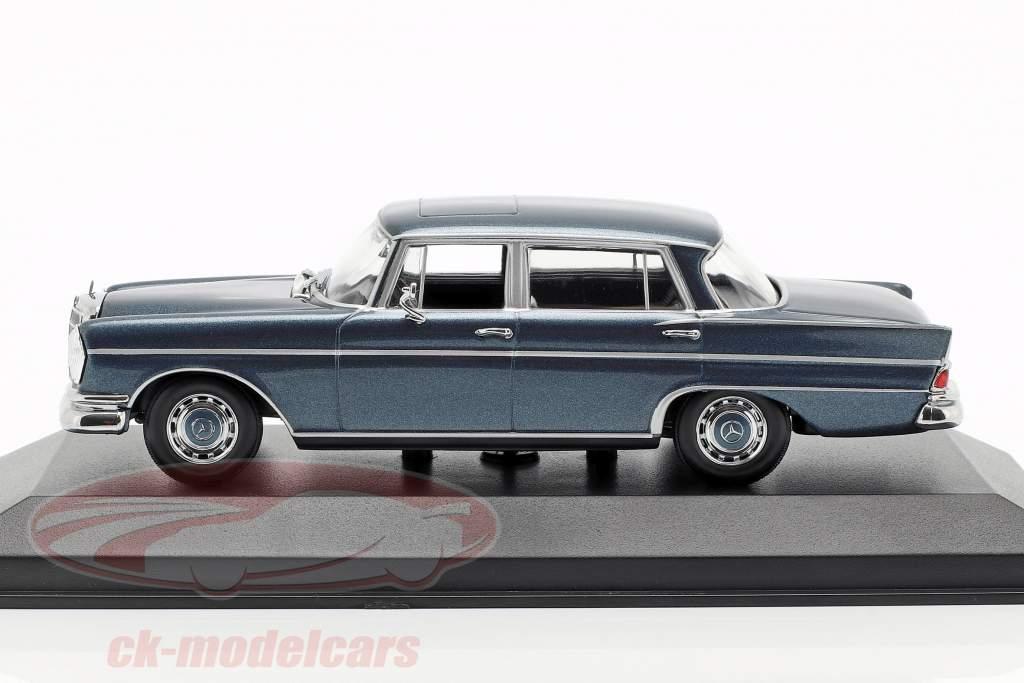 Mercedes-Benz 300 W112 SE lang année de construction 1963 bleu métallique 1:43 Minichamps