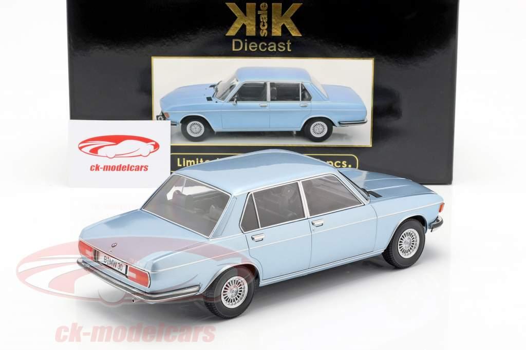 BMW 3.0S E3 serie 2 Bouwjaar 1971 lichtblauw 1:18 KK-Scale