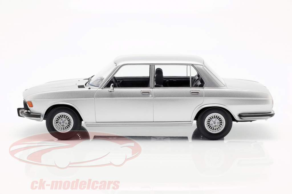 BMW 3.0S E3 série 2 année de construction 1971 argent 1:18 KK-Scale