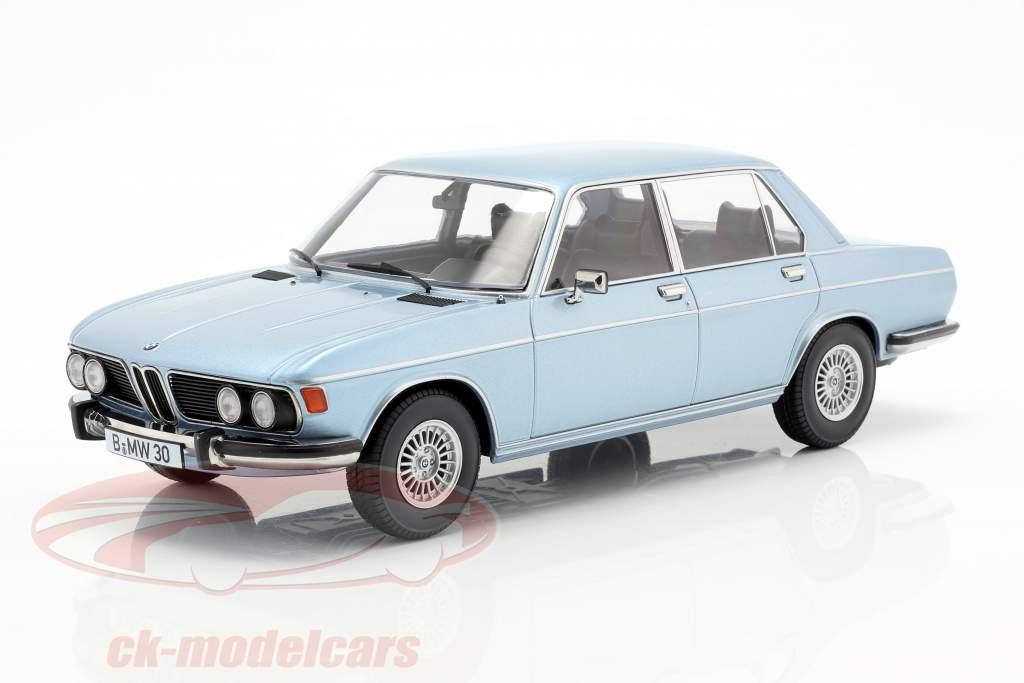 BMW 3.0S E3 serie 2 año de construcción 1971 azul claro 1:18 KK-Scale