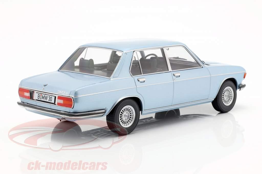 BMW 3.0S E3 série 2 ano de construção 1971 azul claro 1:18 KK-Scale
