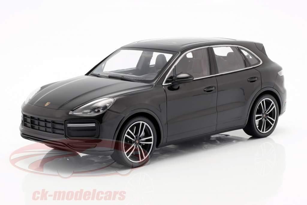 Porsche Cayenne Turbo S año de construcción 2017 negro 1:18 Minichamps