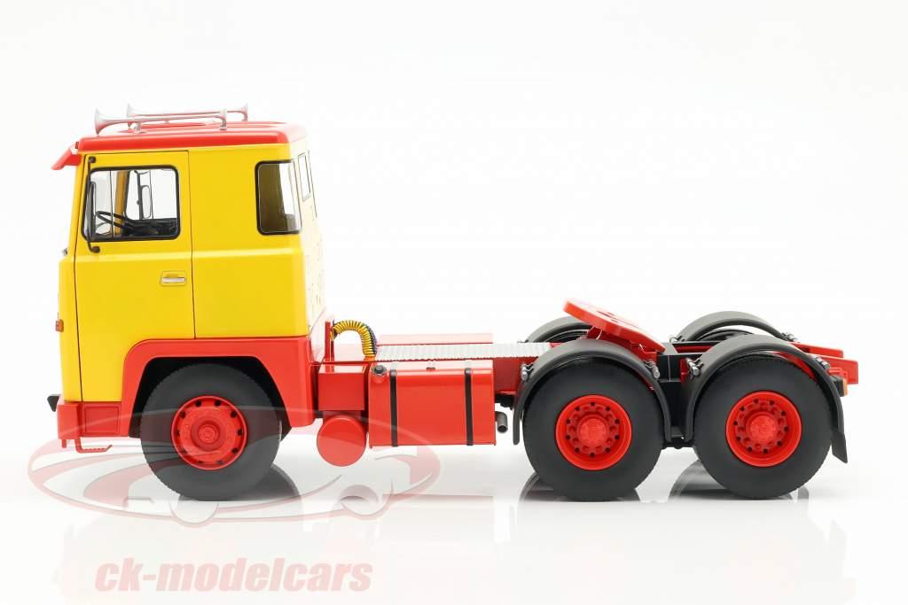 Scania LBT 141 trekker Bouwjaar 1976 geel / rood 1:18 Road Kings