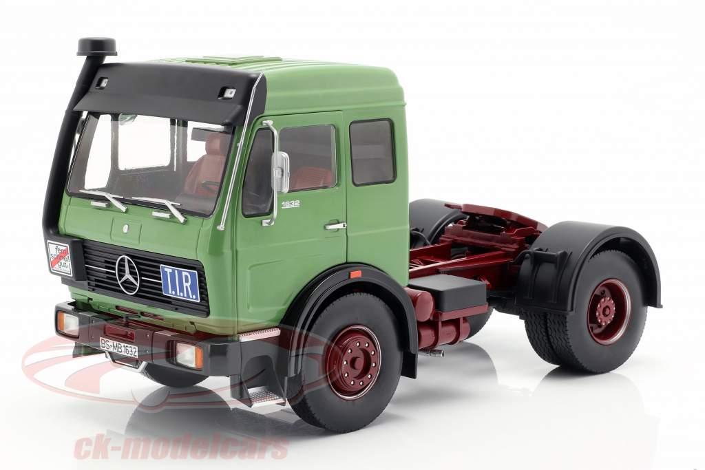 Mercedes-Benz NG 1632 trekker Bouwjaar 1973 groen 1:18 Road Kings