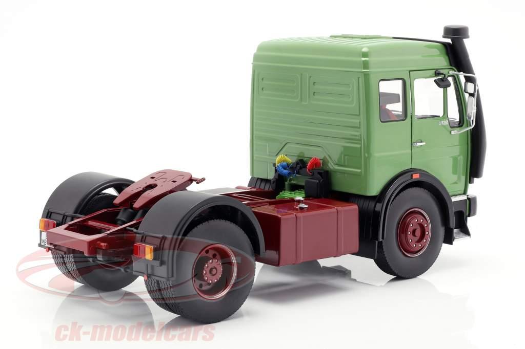 Mercedes-Benz NG 1632 Sattelzugmaschine Baujahr 1973 grün 1:18 Road Kings