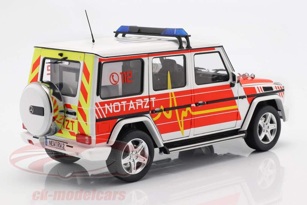 Mercedes-Benz G-Class (W463) 2015 urgence 1:18 iScale