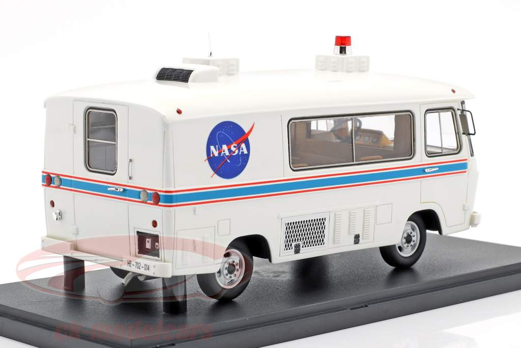 Clark Cortez Astronaut van Apollo 11 NASA year 1969 white 1:43 AutoCult