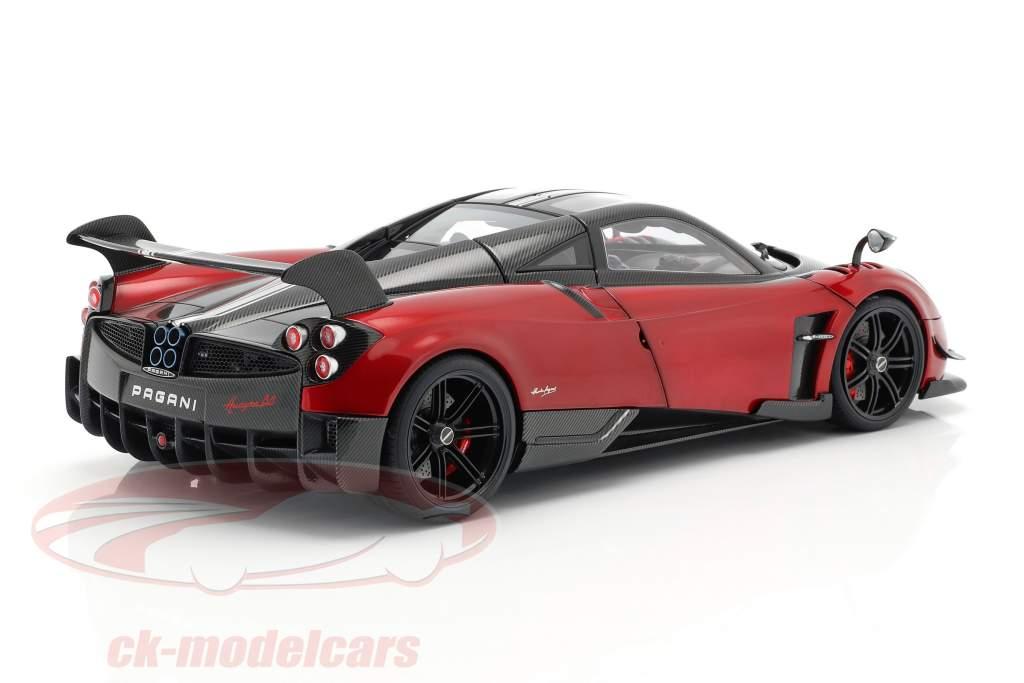 Pagani Huayra BC Opførselsår 2016 Dubai rød / carbon 1:18 AUTOart