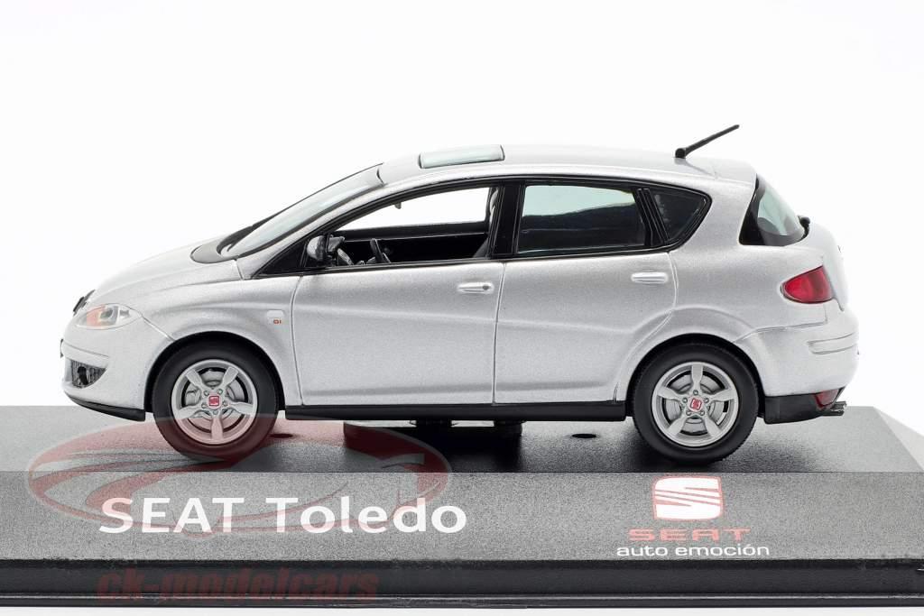Seat Toledo cinza prata metálico 1:43 Seat