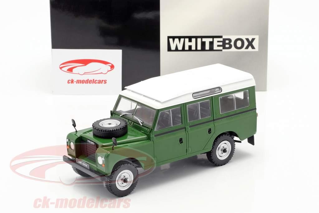 Land Rover Series III 109 ano de construção 1980 verde / branco 1:24 WhiteBox