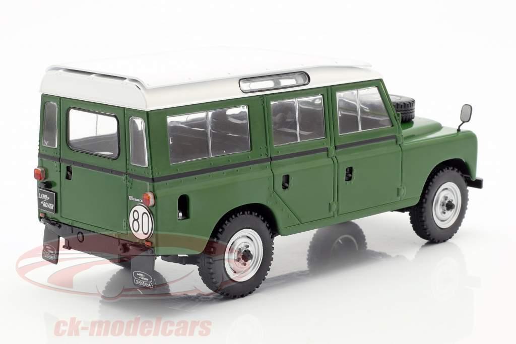 Land Rover Series III 109 year 1980 green / white 1:24 WhiteBox