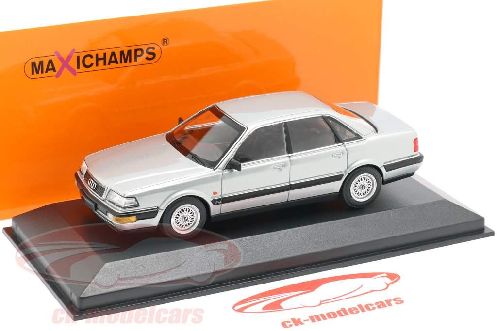 Audi V8 (4C) Bouwjaar 1988 zilver metalen 1:43 Minichamps