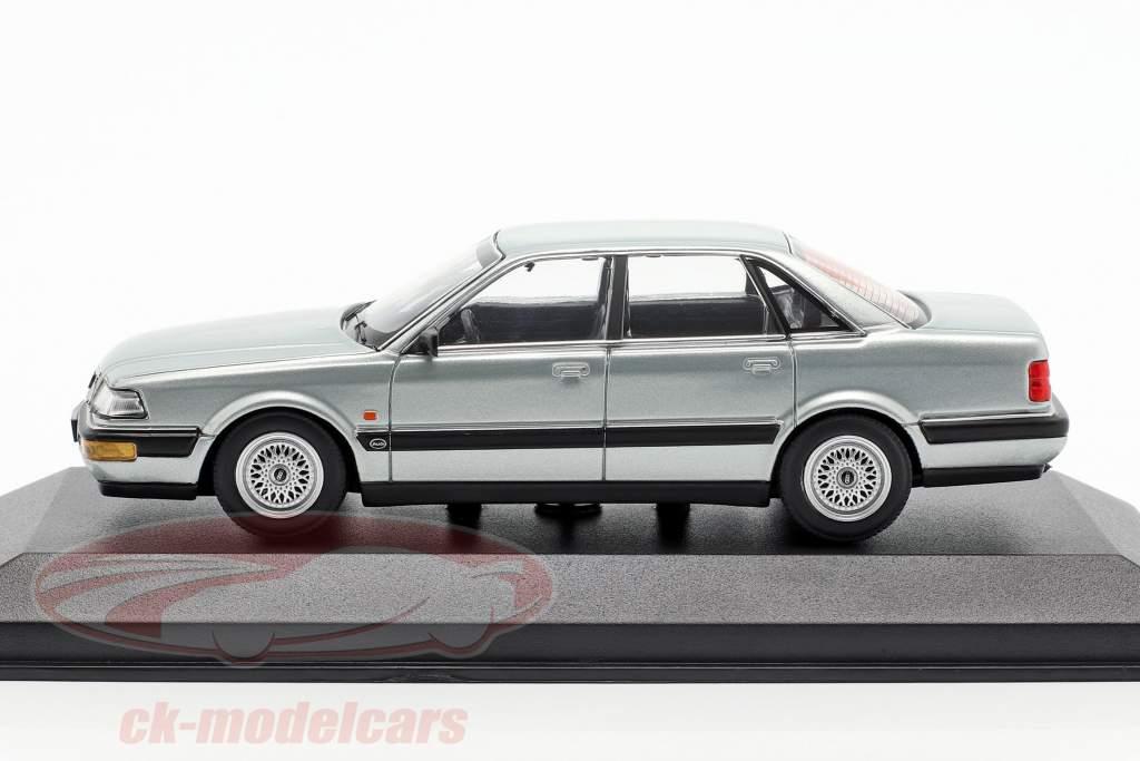 Audi V8 (4C) ano de construção 1988 prata metálico 1:43 Minichamps