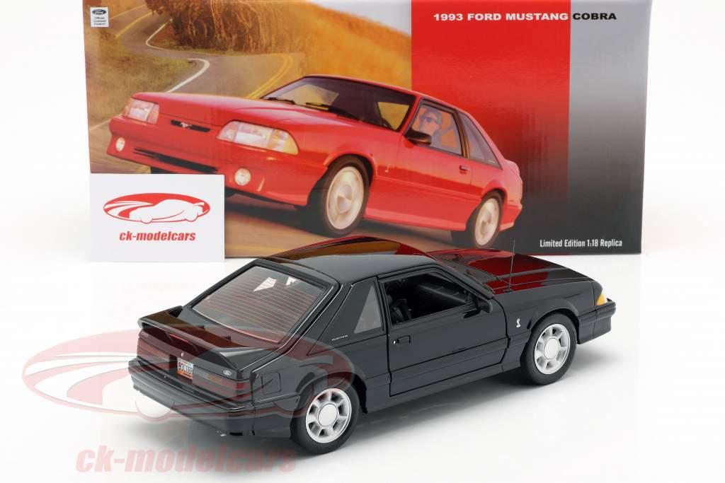 Ford Mustang Cobra año de construcción 1993 negro 1:18 GMP