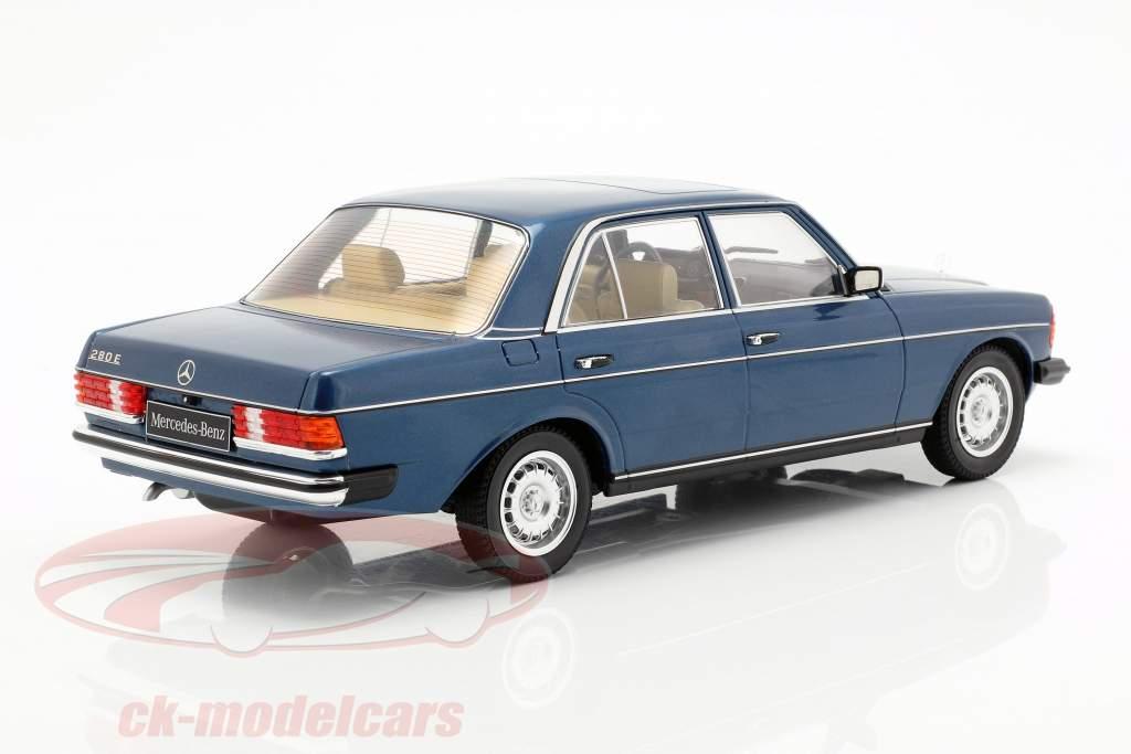 Mercedes-Benz 280E (W123) Bouwjaar 1977 donkerblauw metalen 1:18 KK-Scale