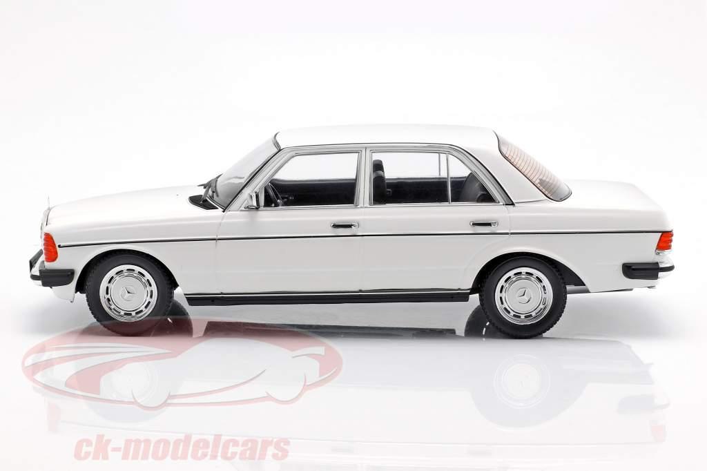 Mercedes-Benz 230E (W123) Bouwjaar 1975 wit 1:18 KK-Scale