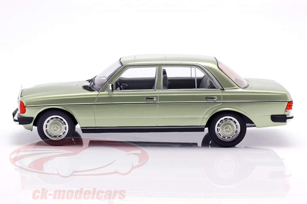 Mercedes-Benz 280E (W123) anno di costruzione 1977 luminoso verde metallico 1:18 KK-Scale