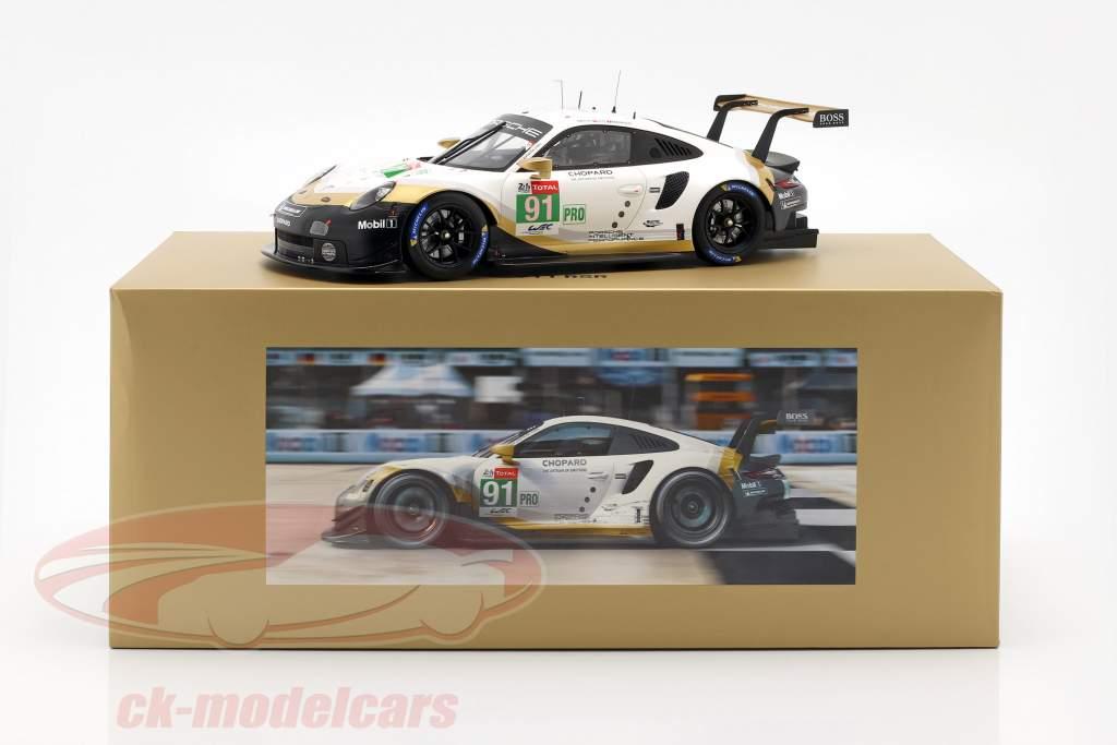 Porsche 911 RSR #91 Brand kampioen 24h LeMans 2019 met vitrine 1:18 Spark