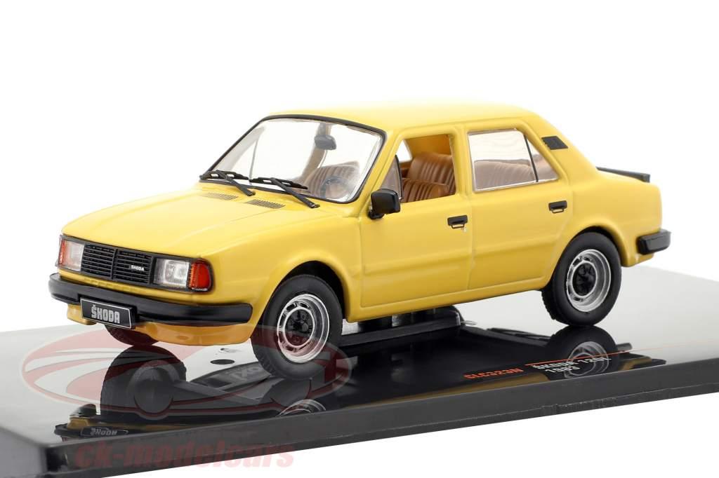 Skoda 120L ano de construção 1983 escuro amarelo 1:43 Ixo