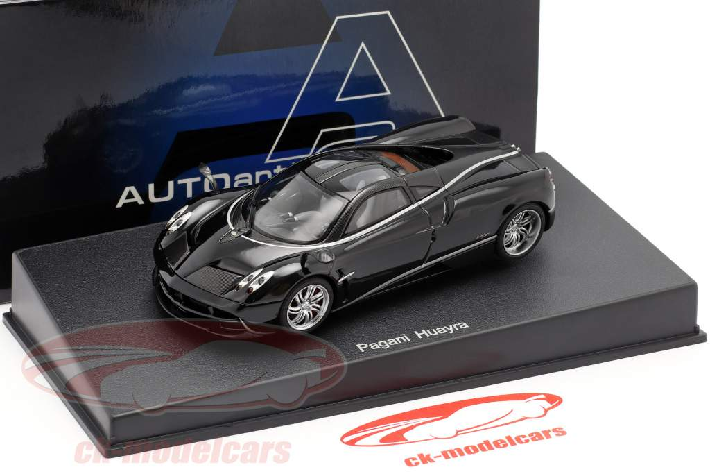 Pagani Huayra Year 2011 black / silver 1:43 AUTOart