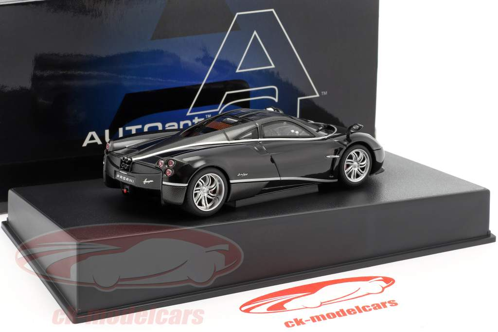 Pagani Huayra år 2011 sort / sølv 1:43 AUTOart