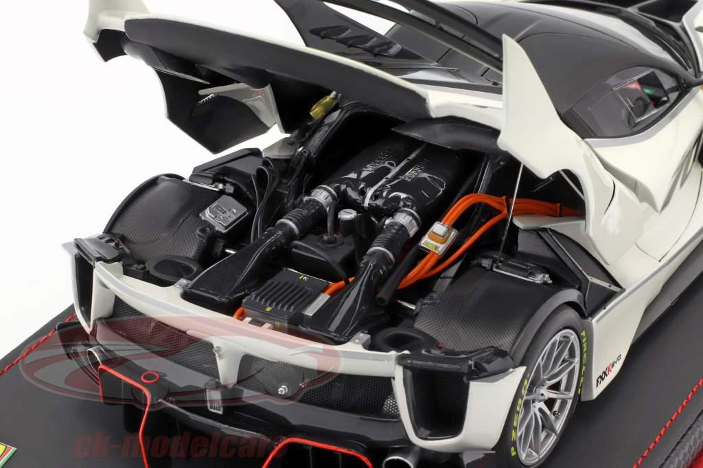 Ferrari FXX-K Evo #70 apresentação carro 2017 branco pérola metálico 1:18 BBR