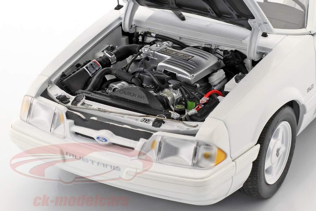 Ford Mustang LX conversível ano de construção 1993 branco 1:18 GMP