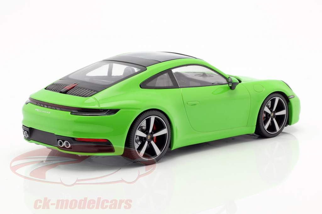 Porsche 911 (992) Carrera 4S Baujahr 2019 grün 1:18 Minichamps